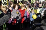 Dr Philippa Whitford, Nicola Sturgeon and two junior supporters