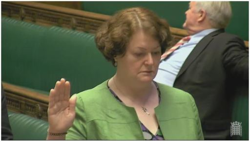 Dr Philippa Whitford MP in the House of Commons chamber taking the Oath of Allegiance in both English and Scots