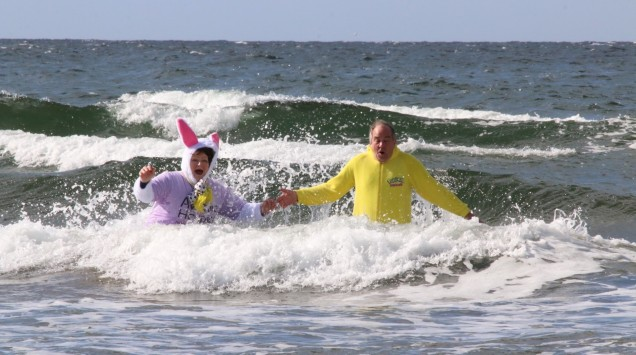 Easter Dip_In Sea1